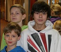 Drengir í uppstillingu